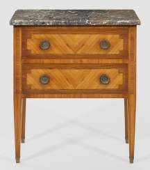 Louis XVI-arrow chest of drawers