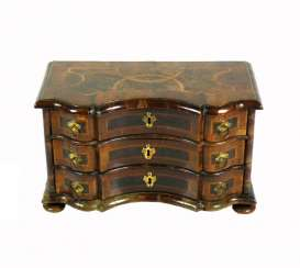 Model-Chest Of Drawers