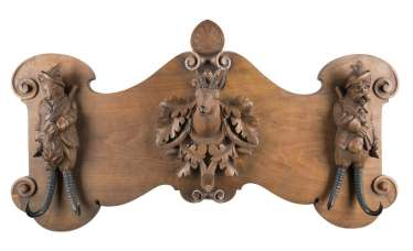 CLOAKROOM WITH HUNTING MOTIFS