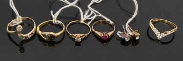 CONV. OF 5 GOLD RINGS AND EARRINGS, 20. Century