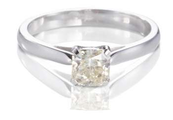 Solitaire ring,