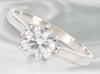 Ring fine vintage solitaire/diamond ring, approx 1ct, 18K white gold