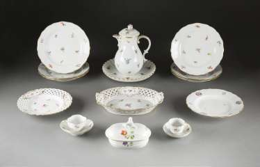 14-PIECE COLLECTION of 'scattered flowers' German, Meissen, 20. Century and earlier