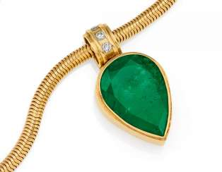 Emerald And Diamond Pendant Chain