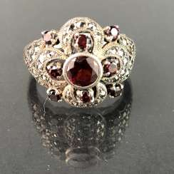 Timeless ladies ring: garnet and vintage solid. Silver 925 rhodium-plated, very solid, very good.