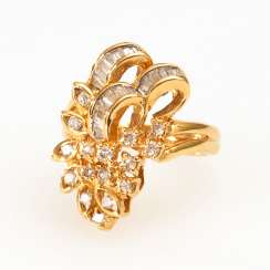 Ladies ring with brilliants and diamonds.