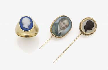 Two plastron needles, and a Ring with a miniature and profile depictions of king Max I. Joseph of Bavaria. Germany, around 1820