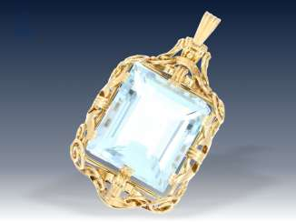 Trailer: a very decorative vintage gold wrought pendant with beautiful aquamarine of approx. 30ct