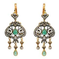 Pendant earrings with emeralds