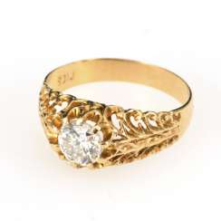 Ring with brilliant solitaire