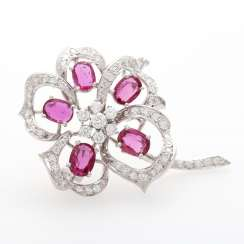 Flower brooch in a slightly curved shape