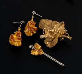 Brooch, needle and pair of earrings in leaf shapes