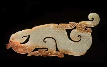 A SUPERB AND EXTREMELY RARE LARGE DRAGON-SHAPED PLAQUE CARVED IN WHITE JADE