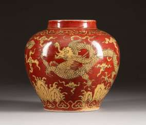 POT WITH FIVE-CLAW DRAGON DECORATION China
