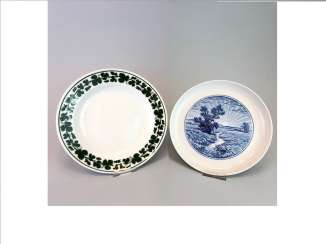 Three plate / wall plate adorned with foliage: Meissen porcelain, cobalt blue and Wine, very good.