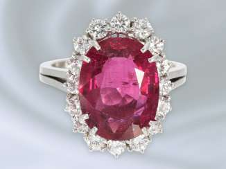 Ring: attractive and of high quality vintage gold wrought ring with a fine tourmaline and diamonds