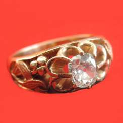 A ring of gold with diamond, cushion -