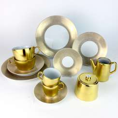 Dejeuner: Meissen porcelain, COSMOPOLITAN GOLD, two place settings, two mocha tableware, centerpiece, 1. Choice, very well.