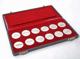 High noble Set of 12 calendar medals made of fine silver