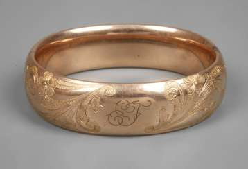 Wide Golden bangle