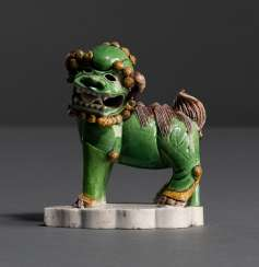 Small Fo-lion of biscuit porcelain 'Famille verte'-glaze