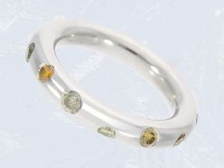 Ring: solid and interesting modern wrought gold ring with fancy diamonds, 18K white gold, NP 3000€
