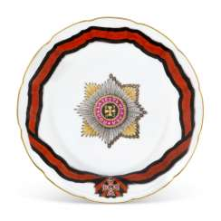 A PORCELAIN DINNER PLATE FROM THE SERVICE OF THE ORDER OF ST VLADIMIR