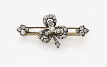Bar brooch with clover leaf with diamond and Orient pearl. Germany, around 1890