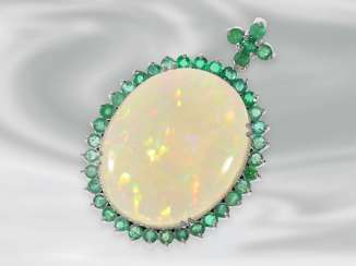 Pendant: white Golden vintage pendant with a beautiful, large Opal, and many emeralds
