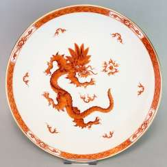 Large plates of Meissen porcelain: decor Mingdrache in red, gold edge, very good.