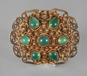 Brooch with chrysoprase