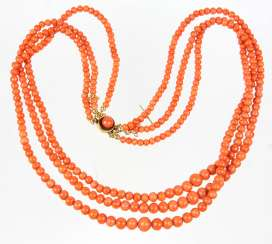 Biedermeier coral necklace to 1840/60