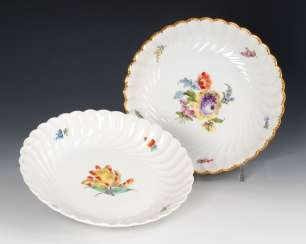 2 bowls with flower painting, NYMPHENBUR