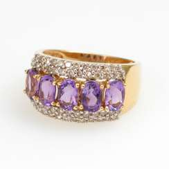 Ring with amethysts and brilliants.
