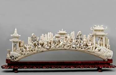 Magnificent and rare ivory bridge. CHINA, 1. Half of the 20. Century.