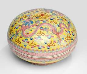 Large yellow basis lid bowl made of porcelain with Famille rose decor of dragons