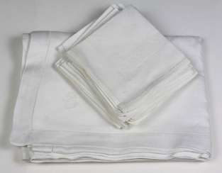Table cloth with 12 napkins