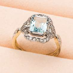 Belle aquamarine ring Époque with diamonds