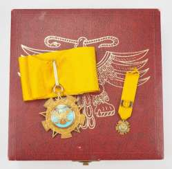 Mexico : order of the Aztec eagle, commander's cross in case.