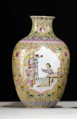 'Famille rose'-Vase made of porcelain with a Lotus and emblems in addition to scenes with ladies and boys