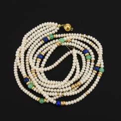 4-row cultured pearl necklace with lapis lazuli and chrysoprase?