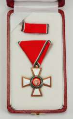 Hungary: The Hungarian Order Of Merit, 3. Model (since 1991), knight's cross, military division, in a case.