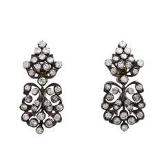 Clip-on earrings with 62 brilliant-cut diamonds, together approx. 4,5 ct., LGW-GW (I-L)/P1-P3