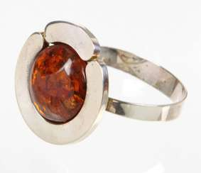 Design bangle with amber