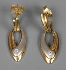 Pair of earrings with diamonds