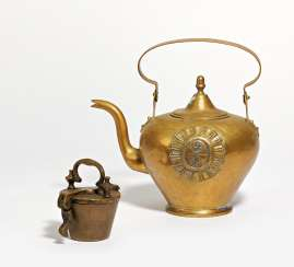 Kettle with coat of arms decor