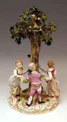 Meissen Figurines Gardener Children under a Tree Model 2728, Kaendler circa 1850