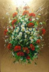 Bouquet of daisies with poppies