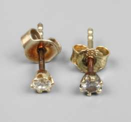 Pair of stud earrings with brilliant