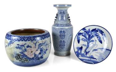 Porcelain vase with Shuangxi decor, a circular plate and a Cachepot with flowers decor